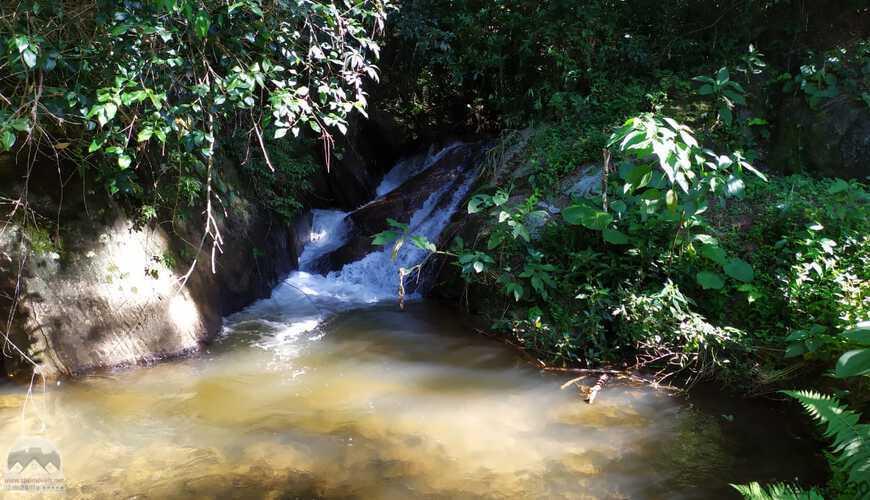 Área rural com cachoeiras!
